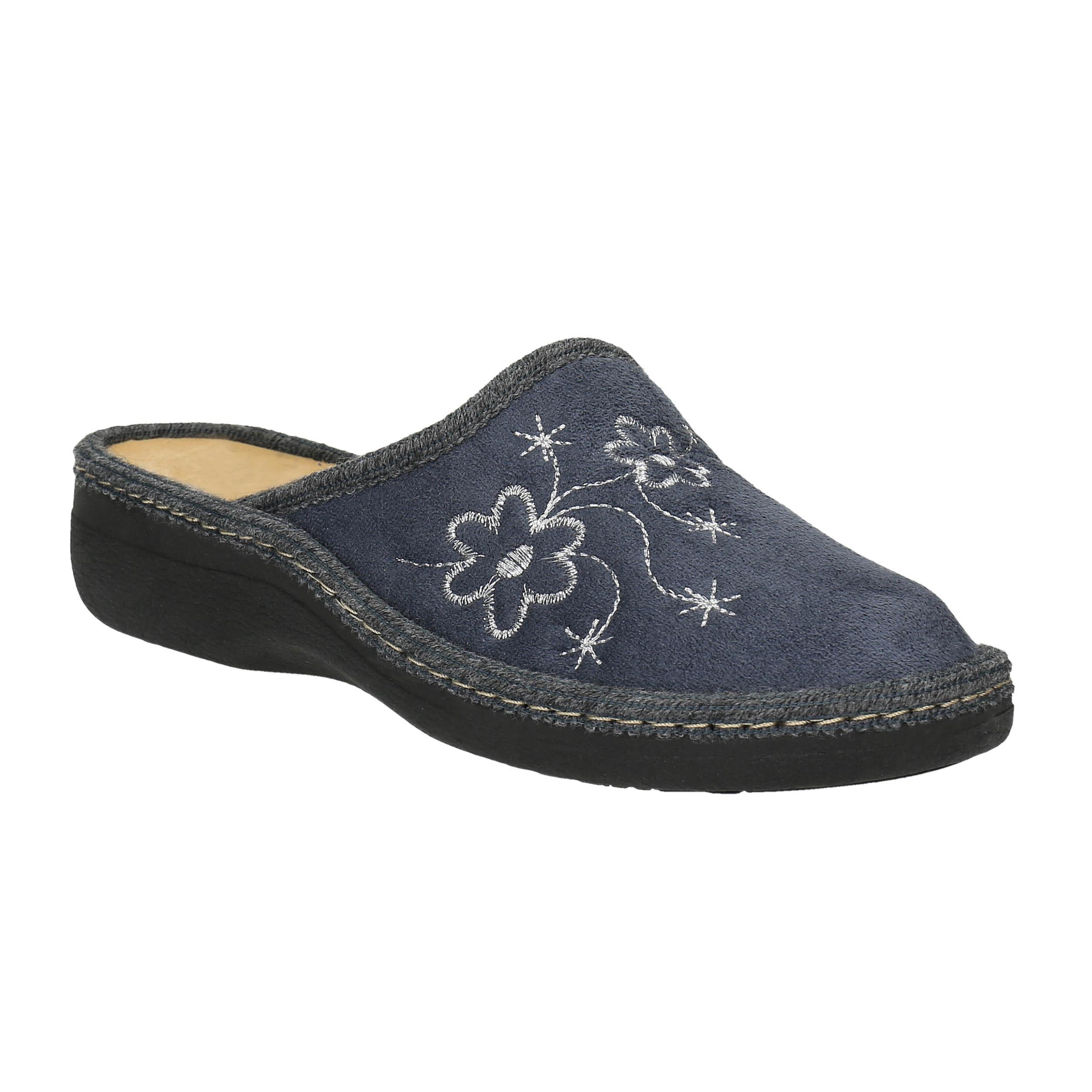 Domácí pantofle s výšivkou