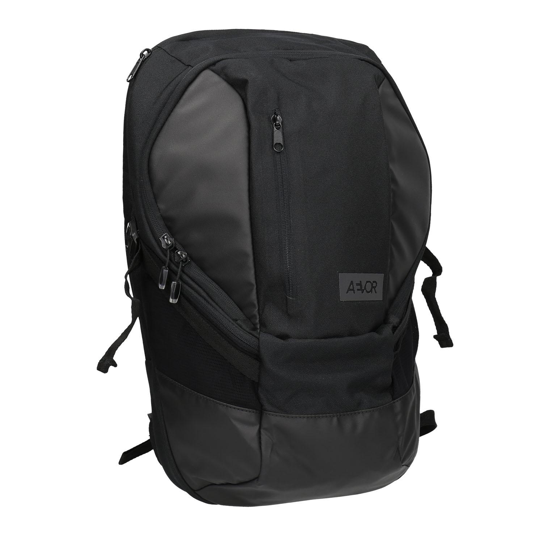 Černý ležérní batoh