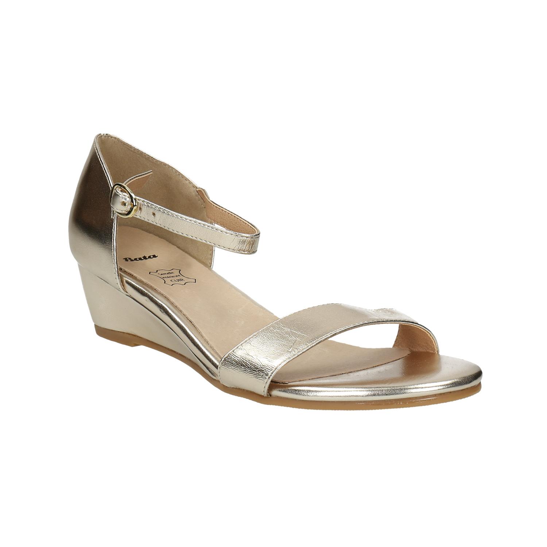Zlaté sandály na klínku