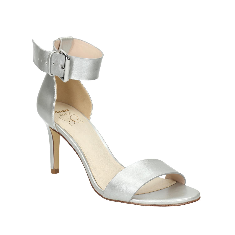 Stříbrné kožené sandály na podpatku