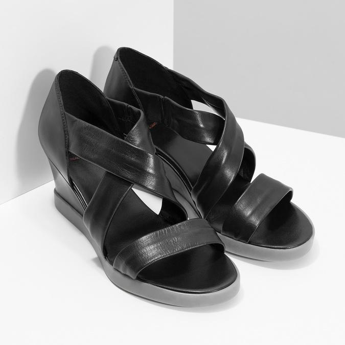 Černé kožené sandály na klínku flexible, černá, 664-6618 - 26