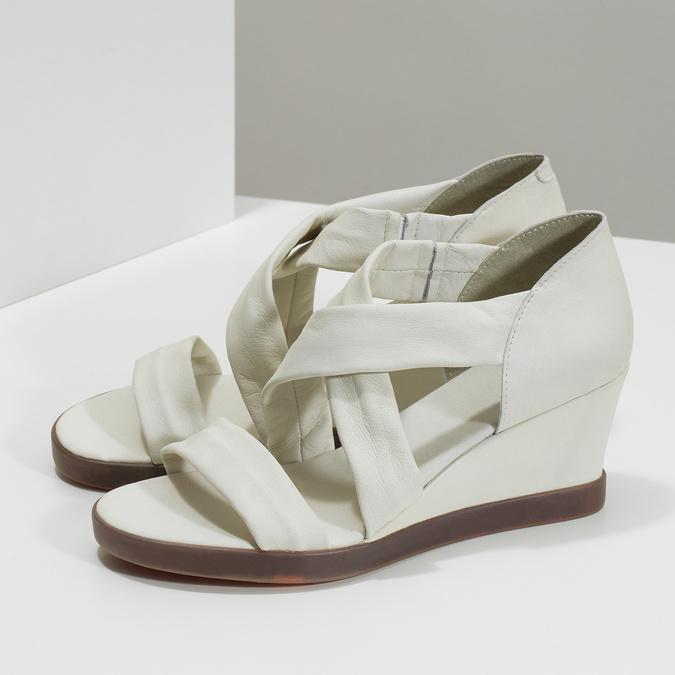 Bílé kožené sandály na klínku s pružením flexible, bílá, 666-1618 - 16