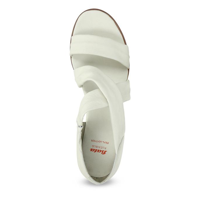 Bílé kožené sandály na klínku s pružením flexible, bílá, 666-1618 - 17