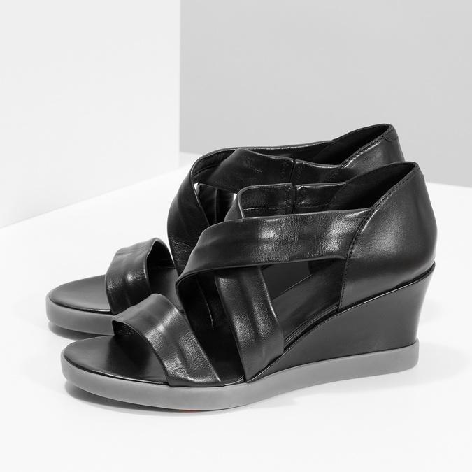Černé kožené sandály na klínku flexible, černá, 664-6618 - 16