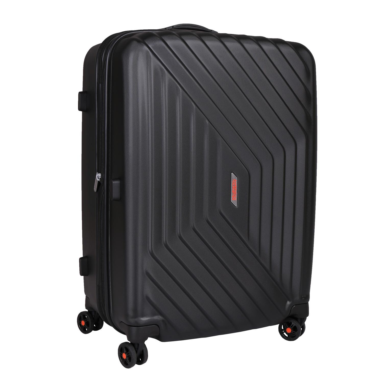 Černý skořepinový kufr na kolečkách