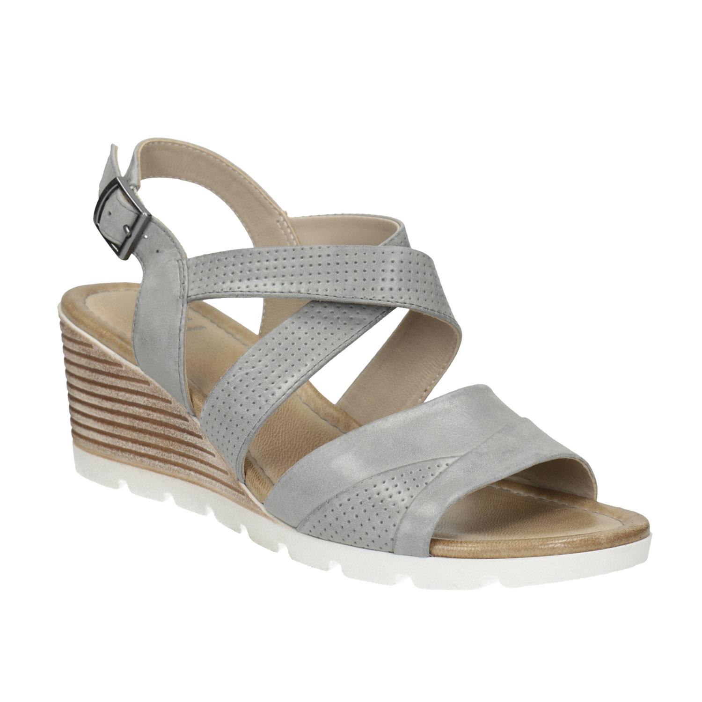 Skórzane sandały zperforacją, na koturnach - 6662606