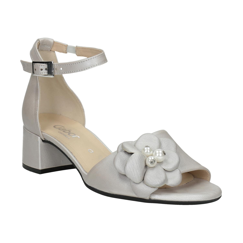 Kožené stříbrné sandály na podpatku šíře G