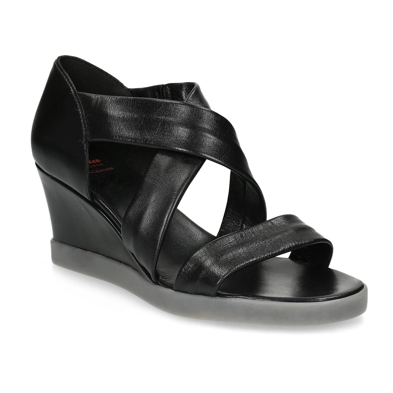 Černé kožené sandály na klínku