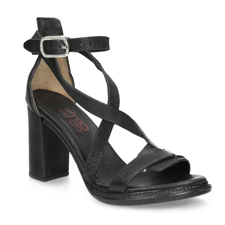 Kožené sandály s asymetrickými pásky